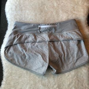 Lululemon Speed Shorts in Freckle Flower/Seal Grey